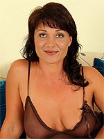 Curvy brunette Belle P stabs at her mature pussy with a golden dildo