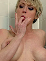 Dee Williams Wet and Sexy - Videos